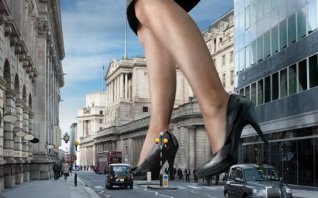 104101245_giant_businesswoman_strides_towards_the_bank_of_england-large_transtgqb12khxxqcrwntzkx0n0vfx_p6sfmi1h6mobw3wqs